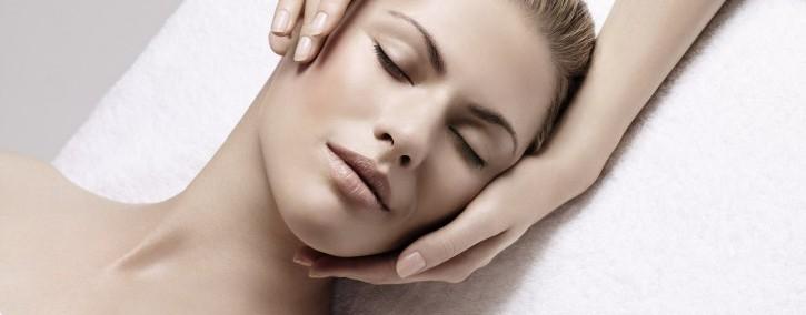 Gesichtsbehandlung - Kosmetikinstitut - Charisma