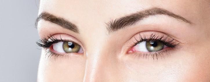 Makeup - Augen und Wimpern im Schönheitssalon