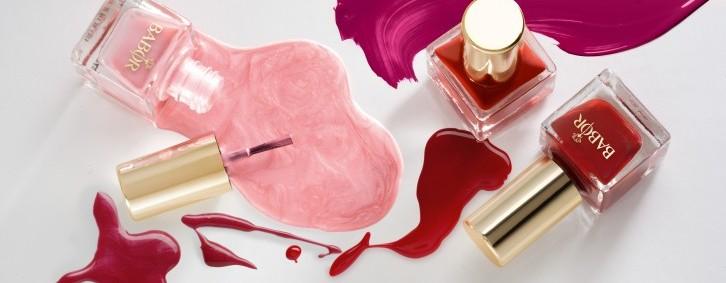 Hand- und Nagelpflege im Schönheitssalon